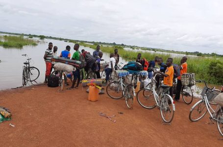 N/R: BECE candidates left stranded by floods transported to exam centre by canoe